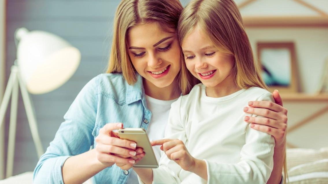 Il cellulare adatto ai bambini: quale, quando e a quali regole