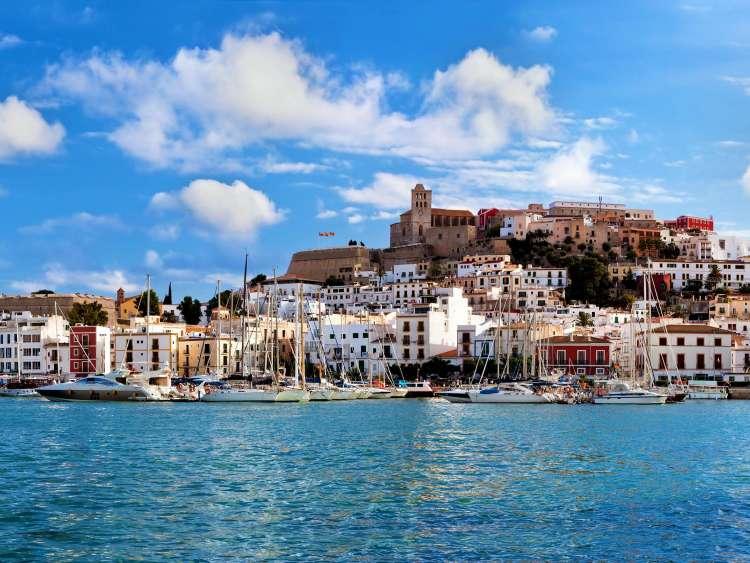 Ibiza: guida di viaggio per un'estate indimenticabile