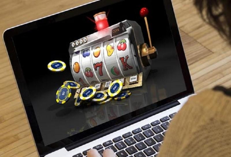 Giocare a poker su piattaforme gambling online
